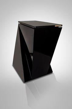 Qubo Badis. Design.me. Cubo de basura de diseño. Interiorismo de lujo. Cocinas exclusivas. Lacado negro ultrablack. Fabricación artesanal española. Home Decor, Waste Container, Cubes, Kitchens, Black, Interiors, Decoration Home, Room Decor, Home Interior Design