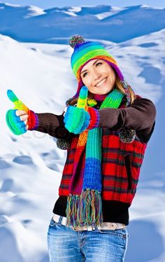 3132324-colorful-thumbs-up-of-a-happy-smiling-girl-wearing-winter-clothes-beautiful-female-portrait-young-pretty-woman-with-natural-snow-background-winter-fun-outdoor-happy-people-concept.jpg (504×800)
