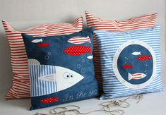 Fun pillow inspiration. Lots of ideas for applique, but alas, it's in a foreign (to me) language.