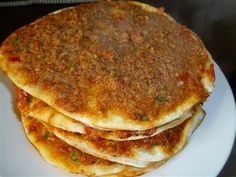 Pide with Ground Beef (Recipe) Albanian Recipes, Bulgarian Recipes, Lebanese Recipes, Turkish Recipes, Pizza Recipes, Beef Recipes, Snack Recipes, Cooking Recipes, Greek Cooking