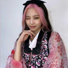 Jen Jen, Blackpink Jennie, Kpop Outfits, Pink Hair, Pretty Face, Kpop Girls, Anime Girls, Floral Tops, Bomber Jacket