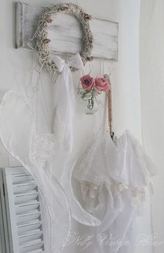 The Lab on the Roof: 15 Shabby Chic Bedroom Decor Ideas Shabby Chic Grey Bedroom, Baños Shabby Chic, Cocina Shabby Chic, Shaby Chic, Shabby Chic Kitchen, Shabby Chic Homes, Bedroom Decor, Bedroom Ideas, Shabby Vintage