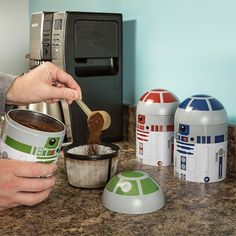 "These droid containers will keep your coffee grounds safe from the Empire. 25 Gifts For Anyone Who Love ""Star Wars"" More Than Anything Kitchen Ikea, Kitchen Pantry, Kitchen Layout, Kitchen Appliances, Kitchen Utensils, Cocina Star Wars, Kitchen Container Set, Decoracion Star Wars, Star Wars Kitchen"
