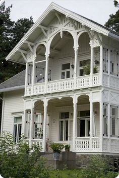 Farmhouse | Architectural Details | Porches |