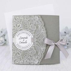 invitacin de boda con sobre de lunares blancos original de boda originales pinterest originals