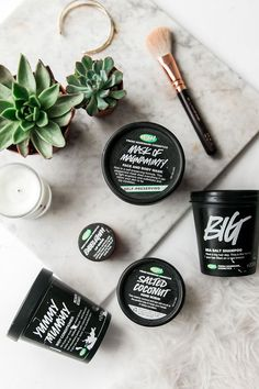 I might have a bit of an obsession with Lush Products . I feel like Lush is like Nike shoes you can never have enough. Lush Cosmetics, Handmade Cosmetics, Salt Shampoo, Beauty Makeup, Hair Beauty, Lush Beauty, Beauty Skin, Beauty Care, Natural Beauty