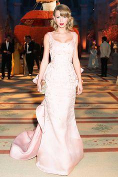 Taylor Swift on the 2014 Met Gala - Taylor Swift Met Gala Gown Cat Attack - Harper's BAZAAR Magazine