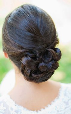 12 Romantic Buns You Must Have for Summer Wedding Bun Fancy Hairstyles, Bride Hairstyles, Bridal Hair And Makeup, Hair Makeup, Asian Bridal Hair, Bridal Bun, Makeup Hairstyle, Hairdo Wedding, Wedding Nails