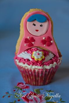 Mat Love!!!! @Runs with Scissors    ryoshka Doll cupcakes!!!         Need to make for sister!