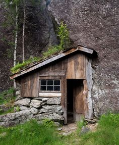"smellthesoil:  cabinporn: Moldhuset (literally ""the earth/soil... mountain cabins, cottag, mountains, houses, green life, places, homes, rocks, norway"