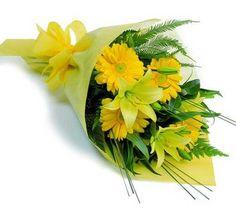 Time to order your presentation bouquets for your favorite graduates! #elkgrovevillage @ElkGrove_HS