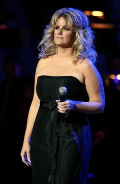 Trisha Yearwood Photos - Singer Trisha Yearwood performs at the Country Music Television's CMT Giants honoring Reba McEntire at the Kodak Theatre on October 2006 in Hollywood, California. - CMT Giants Honoring Reba McEntire - Show Hollywood California, In Hollywood, Country Music Television, Joyce Taylor, Reba Mcentire, Trisha Yearwood, Garth Brooks, Music Lovers