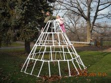 Jungle Gym made with PVC Pipe plus many other awesome PVC projects Pvc Pipe Crafts, Pvc Pipe Projects, Backyard Projects, Kid Projects, Backyard Ideas, Project Ideas, Diy For Kids, Cool Kids, Kids Fun