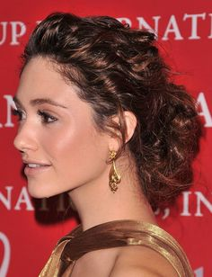 Cant wait till my hair grows more so I can copy this Emmy Rossum look. Love the makeup too