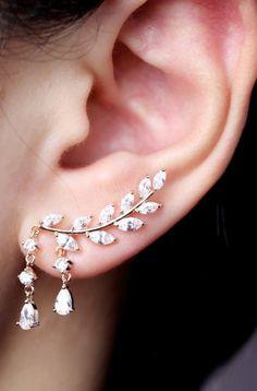 Fancy Ear Piercing Ideas for Women - Crystal Drop Leaf Ear Climber Crawler Earrings - Fancy Ear Piercing Ideas para Mujeres - Crystal Drop Leaf Ear Climber Pendientes de correa eslabonada - www.MyBodiArt.com