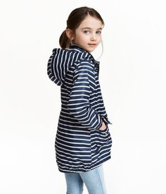 Dark blue/striped. Lightweight parka in woven fabric with a printed pattern. Detachable, lined hood. Zip at front, front pockets with flap and snap fastener