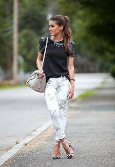 Camila Coelho - white jeans and black tee Estilo Casual Chic, Casual Chic Style, Dressy Casual Outfits, Classy Outfits, Casual Fall, I Love Fashion, Passion For Fashion, Look Legging, Look Office