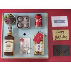 #Regalosespectaculares, #regalosparahombre, #regalosdiferentes. Unicos y especiales. Como no ser algo especial con una buena botella de #jackDaniels, un vaso, moldes para hielo, dulces, #chocolates #ferrero, una hermosa presentacion, un sobre para la tarjeta con sello en cera y un aviso para celebrar #happybirthday Jack Daniels, Chocolates, Bottle Opener, Happy Birthday, Gifts, Products, Amor, Men Gifts, Birthday Gifts