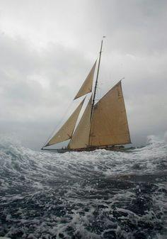 Sailing on rough seas. Classic Sailing, Classic Yachts, Boat Crafts, Water Crafts, Sailboat Drawing, Modern Hepburn, Sail Away, Am Meer, Stonehenge