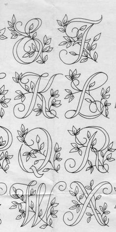 Diy Discover Ecco qui un bellissimo alfabet Embroidery Alphabet Embroidery Monogram Embroidery Stitches Embroidery Designs Vintage Embroidery Hand Lettering Fonts Lettering Styles Creative Lettering Typography Etsy Embroidery, Embroidery Alphabet, Embroidery Monogram, Paper Embroidery, Embroidery Fonts, Flower Embroidery, Embroidery Stitches Tutorial, Hand Embroidery Patterns, Embroidery Techniques