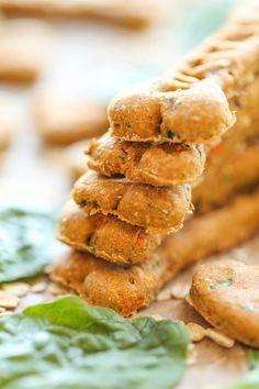 Dog Biscuit Recipes, Dog Treat Recipes, Dog Food Recipes, Cookie Recipes, Homemade Dog Cookies, Homemade Dog Food, Diy Dog Treats, Healthy Dog Treats, Doggie Treats