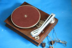 thorens MODELE DEPOSE in the shape of a wooden book. swiss made , aprox. 1943-1944