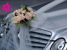 autos decorados para boda - Buscar con Google Bridesmaid Flowers, Wedding Bouquets, Wedding Veils, Purple Wedding, Wedding Car Decorations, Wedding Cars, Bridal Car, Wedding Transportation, Mercedes Benz