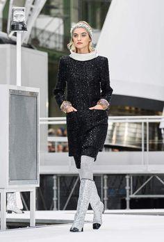 CHANEL RTW AW 2017-18 #CHANEL #CHANELGroundControl #ChanelFallWinter #aw17-18 #pfw - Visit espridegabrielle.com | L'héritage de Coco Chanel #espritdegabrielle