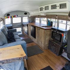 School Bus Camper, School Bus House, Rv Bus, Tiny House Cabin, Tiny Houses, Bus Remodel, Mobile Home Exteriors, Converted Bus, Bus Interior