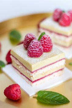 Kynuté šunkovo-sýrové rohlíčky Brownie Cupcakes, Mini Cheesecakes, Red Velvet, Panna Cotta, Pudding, Cookies, Desserts, Food, Sauce Recipes