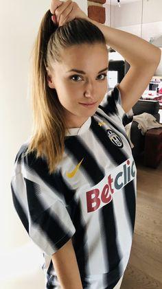 Hot Football Fans, Football Girls, Beautiful Gorgeous, Beautiful Women, Nfl, Hot Fan, Latest Football News, Beautiful Athletes, Juventus Fc