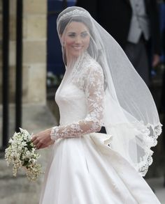 Kate Middleton in her classic wedding dress. Ricci this is what princess kate's dress looked like haha