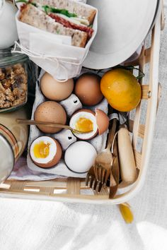 Little embraces summer like a picnic in the park – and if you're keen to get outdoors with a homespun spread we know just where to do so. Breakfast Picnic, Picnic Dinner, Food Inspiration, Love Food, Frittata, Food Photography, Brunch, Food Porn, Healthy Recipes