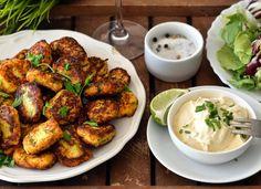 Zapomeňte na obyčejné bramborové krokety! Tyhle připravené z květáku a parmezánu si zamilujete. Můžete je podávat jako přílohu i jako skvělý snack. Low Carb Keto, Low Carb Recipes, Cooking Recipes, Healthy And Unhealthy Food, Lchf, Tandoori Chicken, Chicken Wings, Food And Drink, Gluten Free