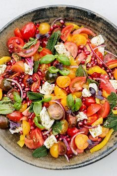 Here is a dish that melds the best flavors of summer into a robust salad Yotam Ottolenghi calls for cherry tomatoes, but summer's best tomatoes would also be right at home among the feta, mint and za'atar, the Middle Eastern spice blend Serve it alongside Ottolenghi Recipes, Yotam Ottolenghi, Comida Keto, Pomegranate Salad, Pomegranate Recipes Dinner, Cooking Recipes, Healthy Recipes, Pie Recipes, Cooking Corn