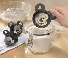 Mickey Mouse kitchen gadgets, Mickey measuring cups - have these and they are so cute! Mickey Mouse House, Mickey Mouse Kitchen, Mickey Minnie Mouse, Mini Mouse, Disney Kitchen Decor, Disney Home Decor, Casa Disney, Disney Dream, Cozinha Do Mickey Mouse