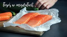 Omega 3 Fatty Acids have been linked to better sleep quality in adults and children, according to a growing body of research. Try incorporating fish like salmon, sardines, tuna and herring in your diet at least twice a week 🍣🐟 Dieta Paleo, Fat Foods, Foods To Eat, Protein Foods, Protein Products, Protein Box, Ideal Protein, Whey Protein, Mediterranean Diet Salmon Recipe
