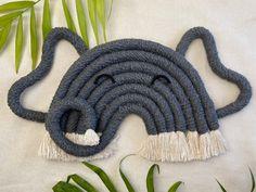 Macrame Design, Macrame Art, Macrame Projects, Macrame Patterns, Crochet Patterns, Art Macramé, Diy Bebe, Yarn Crafts, Creations