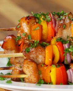Chicken skewers in soy sos with vegetables