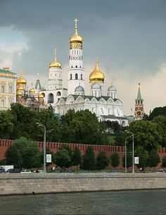 Kremlin 03 - of the World - Wikipedia, the free encyclopedia Russian Architecture, Art And Architecture, Places Ive Been, Places To Go, Ukraine, Moscow Kremlin, Wonders Of The World, Countryside, Taj Mahal