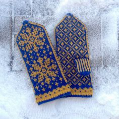 """Kvennavagn mittens take their name from the Norse appellation for the constellation Ursa Minor. Kvennavagn means """"woman's chariot"""" as opposed to Karlsvagn, the """"man's chariot,"""" Ursa Major. Main Colors, Colours, Ursa Minor, Mean Women, Sport Weight Yarn, Mittens Pattern, Knitted Gloves, Constellations, Knit Crochet"""