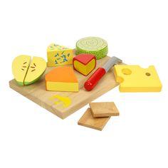 Houten kaasplankje met zes stukken speelkaas, een kaasmes en twee houten bordjes. Geschikt voor kinderen vanaf 24 maanden.