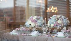peonias, rosas brancas e hortencias