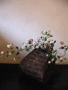 Ikebana by Atsushi, Japan Bouquet Ikebana Flower Arrangement, Ikebana Arrangements, Flower Vases, Flower Art, Floral Arrangements, Bonsai, Love Flowers, Beautiful Flowers, Sogetsu Ikebana
