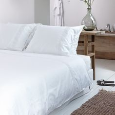 Walra duvet cover Kingston white - bedroom styling - lace and bows - soft satin - romantic white - by www.walra.nl