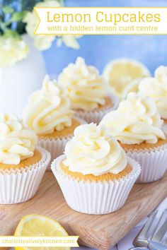 Lemon Cupcakes - Moist lemon cupcakes topped with smooth lemon buttercream and filled with a hidden lemon curd centre. Lemon Cupcakes - Moist lemon cupcakes topped with smooth lemon buttercream and filled with a hidden lemon curd centre. Crazy Cakes, Lemon Cupcakes, Yummy Cupcakes, Strawberry Cupcakes, Just Desserts, Delicious Desserts, Yummy Food, Lemon Recipes, Baking Recipes