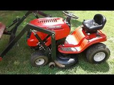 Lawn Mower Tractor, Tractor Loader, Tractor Farming, Riding Mower Attachments, Garden Tractor Attachments, Small Garden Tractor, Tractor Room, Homemade Trailer, Tractor Accessories