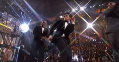 Bon día buenos días. Tremendo Bruno Mars en el desfile de Victoria's Secret mira mira este vídeo https://www.youtube.com/watch?v=cSMB63GMfWM .. de ellas no digo nada simplemente como ángeles sobre pasarela @brunomars @victoriassecret #musica #music #brunomars