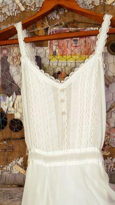 Vintage Gunne Sax Jessica McClintock Wedding Dress. $100.00, via Etsy.