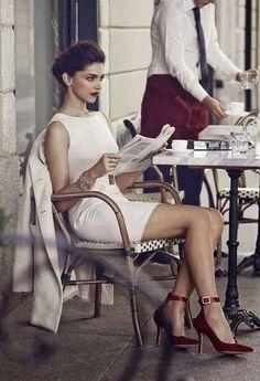 Deepika Padukone in Parisian chic style: Stylish yet simple and elegant, white sheath dress and red high heels Deepika Padukone, Looks Style, Style Me, Pinup, White Sheath Dress, White Dress, Dress Red, Parisian Cafe, Mode Shoes